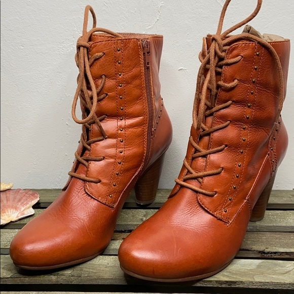 CROWN VINTAGE Brown Leather Lace Up Ankle Booties